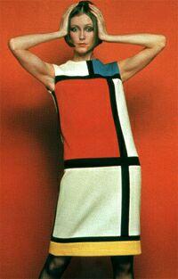 d3d2f9192d4b1 Modelo do famoso vestido tubinho inspirado no trabalho de Mondrian